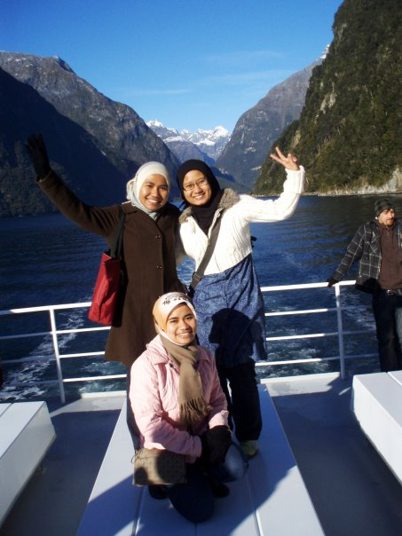 Beautiful Milford Sound - with Dayah and Marni.